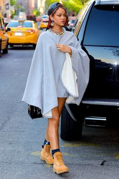 hellyeahrihannafenty:    Rihanna out in NYC