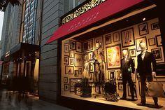 バーニーズ ニューヨークを象徴する斬新なウィンドウディスプレイ