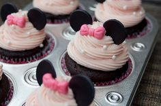 Super cute cupcake tops for a Minnie Mouse Birthday party