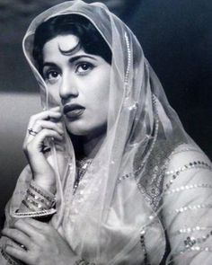 Madhubala February 1933 - February 1969 an Indian Bollywood film actress Bollywood Stars, Bollywood Poster, Indian Bollywood, Indian Sarees, Beautiful Bollywood Actress, Beautiful Indian Actress, Beautiful Actresses, Vintage Bollywood, Indian Celebrities