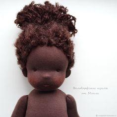 Африканка, вальдорфская кукла (35 см) – купить в интернет-магазине на Ярмарке Мастеров с доставкой Doll Patterns Free, Doll Clothes Patterns, African American Dolls, Sewing Dolls, Doll Tutorial, Dollhouse Dolls, Dollhouse Miniatures, Waldorf Dolls, Doll Hair