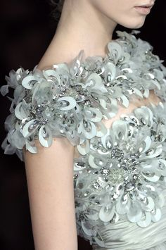Elie Saab Couture Details, Spring 2009 - Elie Saab's Most Beautiful Runway Details of the Decade - Photos Elie Saab Couture, Chanel Couture, Couture Details, Fashion Details, Fashion Design, Women's Fashion, Beautiful Gowns, Beautiful Outfits, Glamorous Chic Life