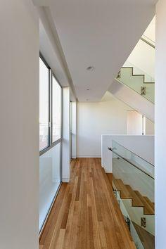 Condomínios com pequenos lotes ou mesmo uma reforma em uma casa de vila, pedem soluções criativas, principalmente quando o imóvel d...