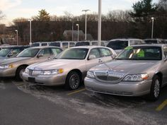 File:2001 and 2005 Lincoln Town Cars.JPG - Picture Site