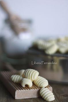 gnocchi senza glutine Foods With Gluten, Gluten Free Recipes, Vegan Recipes, Gnocchi, Italian Recipes, Free Food, Bread, Meals, Cooking