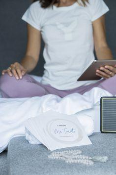 ME:treat-Guides – Step-by-Step-Anleitungen für dein persönliches Mini-Retreat für zuhause & unterwegs!  Der METREAT-Basisguide ist ab 17.11.2019 erhältlich!  #metreatguides #zeitfürmich #yogaretreats #miniretreat #retreatzuhause #diyretreat #retreatyourself #selfcare #yoga #meditation #selfcarerituale #yogaanleitung #auszeit #rückzug Retreat, Yoga Meditation, Lettering, Mini, Mens Tops, T Shirt, Time Out, Ad Home, Tutorials