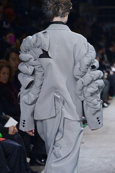 Comme des Garçons Fall 2013 Ready-to-Wear Fashion Show Runway Fashion Looks, 3d Fashion, Fashion Details, High Fashion, Fashion Show, Fashion Outfits, Fashion Design, Couture Collection, Designer Collection
