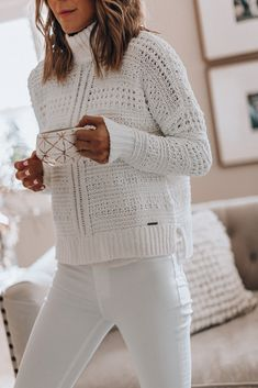 Cozy Ways to Wear White Jeans in Winter, Winter Outfits, Cozy Ways to Wear White Jeans in Winter White Sweater Outfit, All White Outfit, Sweater Outfits, White Jeans Outfit Summer, Pullover Outfit, Pullover Mode, How To Wear White Jeans, Womens White Jeans, Fall Jeans