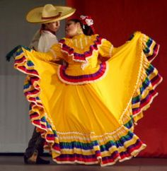 The most amazing Cinco de Mayo fiesta would have a performance by baile folklórico dancers.
