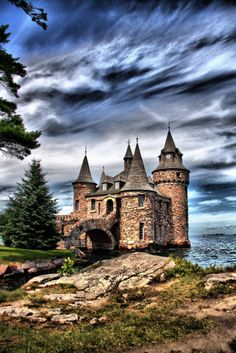 Boldt Castle, Thousand Islands, #NewYork ((This looks awesome.. We are also excited for Isaac's field trip here! Never been, but I have always heard it is beautiful!  as well as the ride there... We will surely enjoy this day with Isaac.. It will also be nice since I have never been able to go on a field trip w/ Is.. :):)..))