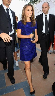 Las 15 mejor vestidas de Glamour: Natalie Portman  http://www.glamour.mx/especial/15-aniversario-glamour/articulos/la-mejor-vestidas-looks-celebridades-alfombra-roja/1625
