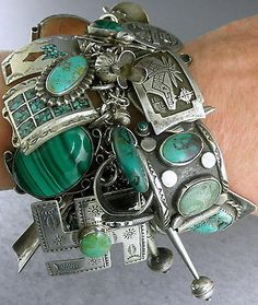 RARE-GREEN-315g-Bracelet-with-Charms-by-Navajo-Zuni-Artisans