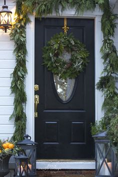 Beautiful Christmas porch decorating ideas from @fre