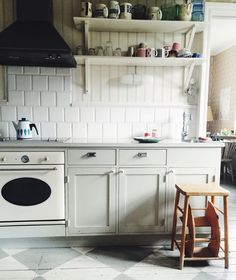 this kitchen from a photoshoot in @flickanochtanten's lovely home! by bonjourmadeleine