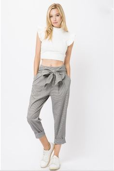 Check cropped pant with tie belt, four pockets and side zipper cuffed hem. Cropped Pants, Harem Pants, Bb Style, Belt Tying, Parachute Pants, Sweatpants, Zipper, Tie, Check