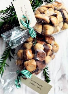 Pebernødder a la Lagkagehuset Ca. Christmas Dishes, Christmas Treats, Christmas Baking, Christmas Cookies, Danish Cuisine, Danish Food, Danish Cookies, Danish Christmas, Scandinavian Food