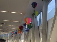 """""""Sonhar é bom, é como voar suspensa por balões."""" Lembrei de Clarice Lispector caminhando no aeroporto internacional de NY na cia dos meus sonhos!"""