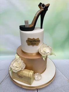 Bling shoe - cake by Sweet Surprizes Shoe Cakes, Purse Cakes, Cake Designs For Boy, Camo Wedding Cakes, Make Up Cake, Dragon Cakes, Cake Wrecks, Bridal Shower Cakes, Bling Shoes