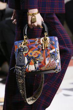 Christian Dior Fall 2018 Ready-to-Wear Fashion Show - Dior Bag - Ideas of Dior Bag - Christian Dior Fall 2018 Ready-to-Wear Collection Vogue Lady Dior, Christian Dior, Luxury Bags, Luxury Handbags, Fashion Bags, Fashion Accessories, Dior Fashion, 1950s Fashion, Fashion Beauty
