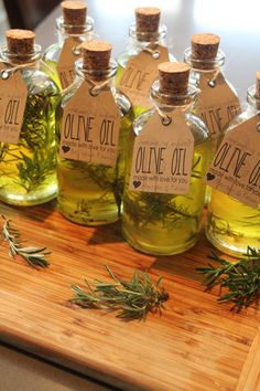Sometimes you just need to spice up your life, or the life of the party! DIY wedding favors - infused olive oil makes for great take home treats. Flavored Olive Oil, Flavored Oils, Infused Oils, Homemade Christmas Gifts, Homemade Gifts, Handmade Christmas, Christmas Diy, Xmas, Holiday