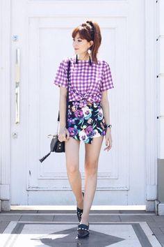 Stylish Girls Photos, Stylish Outfits, Asian Fashion, Look Fashion, Led Dress, Stylish Jackets, Pattern Mixing, Pantone Color, Ultra Violet