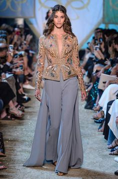 haute couture dress couture couture dresses couture kleider couture rose couture rules Elie Saab Definitely Watched Game of Thrones Before Designing the Fall 2017 Haute Couture Collection Tesettür Şalvar Modelleri 2020 Moda Fashion, Hijab Fashion, Runway Fashion, Fashion Dresses, Couture Dresses, Elie Saab Couture, Haute Couture Designers, Haute Couture Fashion, Spring Couture