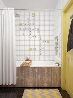 Banheiro de um apartamento escandinavo!Adorei a ideia de formar palavras cruzadas com os azulejos