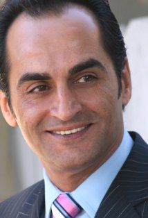 Navid Negahban received a Bead Flora French beaded flower at the #Emmys #GBK gift lounge #theartisangroup @beadflora.com