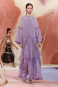 Ulla Johnson Spring 2020 Ready-to-Wear Fashion Show Collection: See the complete Ulla Johnson Spring 2020 Ready-to-Wear collection. Look 34 Fashion 2020, New York Fashion, Fashion Trends, Fashion Show Collection, Couture Collection, Feminine Dress, Ulla Johnson, Mannequins, Vogue Paris