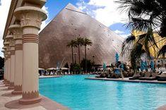 Take a dip in the pool at the luxor hotel and casino in las vegas Las Vegas Airport, Las Vegas Vacation, Vacation Spots, Luxor Las Vegas, Las Vegas Nevada, Las Vegas Attractions, Las Vegas Hotels, Vegas Pools, Unusual Hotels