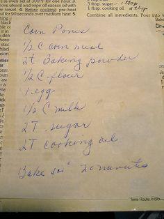 corn pone recipe - Prev pnr >I use bacon grease instead of oil - bake in greased the grease/oil) at 400 for ~ 20 minutes. Retro Recipes, Vintage Recipes, Bambi, Cornbread Salad, Cornbread Recipes, Old Fashioned Recipes, Corn Recipes, Southern Recipes, Southern Food