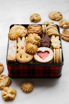 If you asked me what is the one thing I love baking and photographing more than anything else I would not even hesitate for a moment to t. Kawaii Cookies, Cute Cookies, Cupcake Cookies, Cookie Box, Cookie Gifts, Food Gifts, Japanese Cookies, Japanese Sweets, Bolacha Cookies