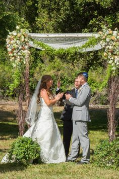 Kleinfeld Real Wedding | Outdoor ceremony | Dress designer: Henry Roth