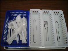 3D Sorteertaak: alleen steun aan de vorm/tast, niet aan de kleur! via http://estardeficiente.blogspot.nl/2010/06/promovendo-aprendizagem-para-autistas.html