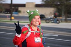 3M 1/2 Marathon 2011: Happy at mile 2! :)  11 more to go...  Love my frog hat and had a great race!  (3:41:37)