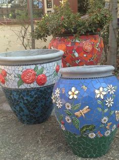 Pretty mosaic pots for the garden.