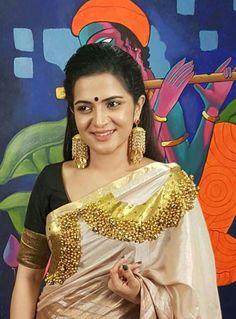 Saree Blouse Neck Designs, Fancy Blouse Designs, Set Saree, Saree Dress, Indian Bridal Sarees, Indian Beauty Saree, Saree Painting, Fabric Painting, Kerala Traditional Saree