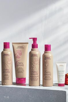 Shop Aveda's gift guide and find the perfect hair care, bath & body Christmas presents! Gift Sets For Her, Gifts For Your Mom, Aveda Products, Hair Products, Holiday Gift Guide, Holiday Gifts, Aveda Gifts, Aveda Hair, Givenchy Beauty
