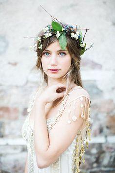 Un tocado natural y original para novias frescas y femeninas