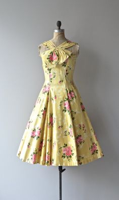 Summer Folly dress vintage dress cotton by DearGolden Vintage 1950s Dresses, Retro Dress, Vintage Outfits, Pretty Outfits, Pretty Dresses, Beautiful Dresses, 1950s Fashion, Vintage Fashion, Modelos Fashion