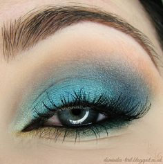 'Electric Sea' look by Tiril using Makeup Geek's Gold Digger, Mermaid, Ocean Breeze,and Peach Smoothie eyeshadows along with Vegas Lights pigment.