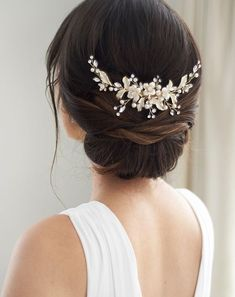 Petite Pearl & Floral Backpiece Bridal hair comb featuring a stunning nature-inspired design. Delicate leaf and floral accents shine with rhinestones and pearls making this piece truly elegant. Available Finish: Classic Silver and Light Gold. Crystal Hair, Bridal Comb, Pearl Bridal, Bridal Hair Combs, Bridal Hair With Veil Updo, Natural Bridal Hair, Bridal Hair Buns, Bridal Hairdo, Bridal Headpieces