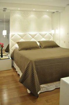 Cabeceira e pendentes. Home Room Design, Bed Design, Home Bedroom, Bedroom Interior, Home Decor, House Interior, Room Decor, Interior Design Bedroom, Diamond Wall Panels