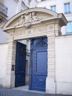Bleu doors of Paris