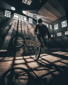 Bmx Flatland, Biker Photography, Best Bmx, Bmx Street, Cycling Art, Cycling Quotes, Cycling Jerseys, Bmx Freestyle, Sports Wallpapers