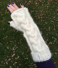 Chunky Cables Fingerless Gloves pattern by lizzyknits