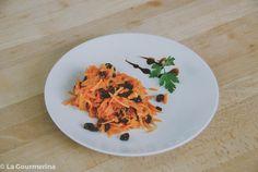 Karotten Rosinen Salat / salad with carrots and raisins Different Salads, Raisin, Free Design, Carrots, Spaghetti, Ethnic Recipes, Food, Essen, Recipies