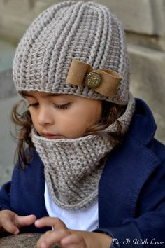 "Mütze-Schal-Set häkeln - DIY-Cowl-Set ✿ Crochet the set of hat and scarf // Cowl ""Elite"" yourself: ✿ Instructions for all sizes ✿ Get the crochet instructions for the set hat-scarf-cowl now. Baby Knitting Patterns, Knitting For Kids, Crochet Patterns, Crochet Baby Hats, Knitted Hats, Kids Crochet, Hat And Scarf Sets, Crochet Instructions, Crochet Tutorials"