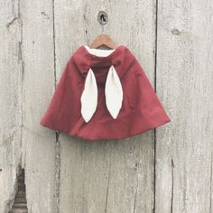 Sweet hooded bunny cape by for Babies Fashion, Kids Fashion, Baby Coming, Kid Styles, Cool Baby Stuff, Fashion Fall, Alice In Wonderland, Cape, Bunny