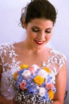 Labial rojo para el día del matrimonio Foto: MMT Photography & Graphics http://www.velodevainilla.com/2014/09/23/caro-angel-muchos-colores/